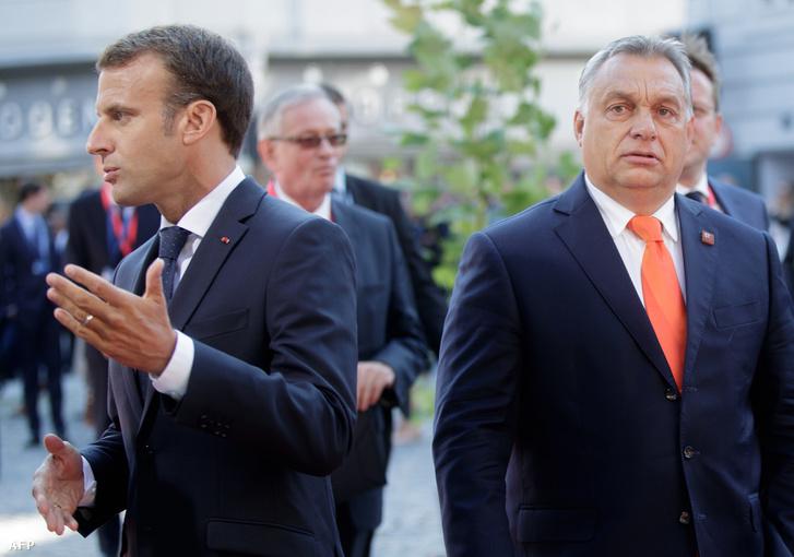 Orbán Viktor és Emmanuel Macron érkezik a Salzburgi Zeneművészeti Egyetemhez az EU csúcstalálkozóra 2018. szeptember 20-án