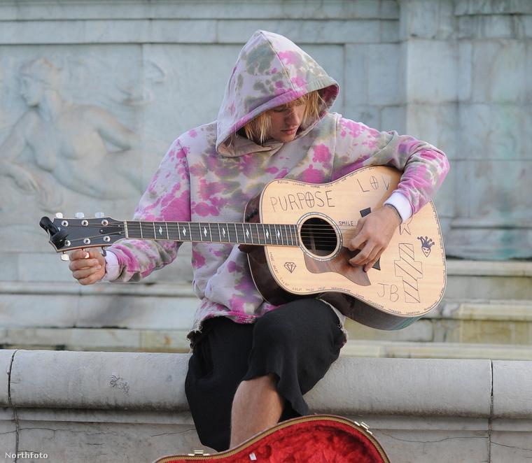 Justin Bieber leállt utcazenélni.