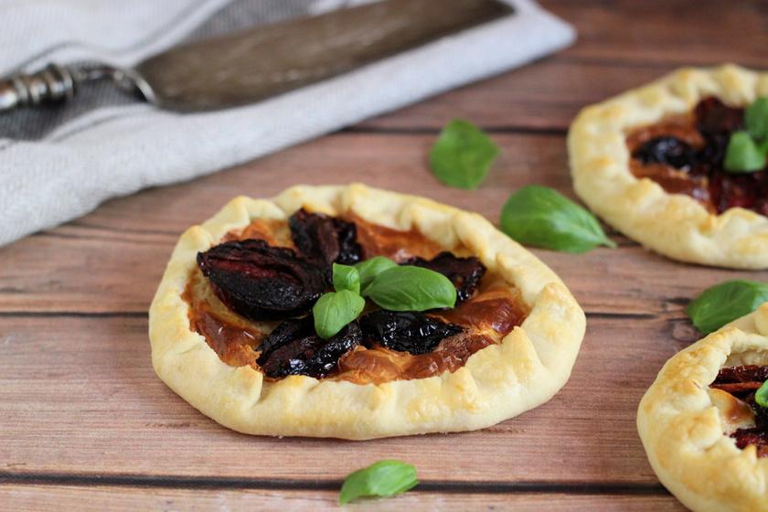 Krémsajtos, aszalt paradicsomos galette: omlós, vajas, francia pite, ami szinte bármivel tölthető