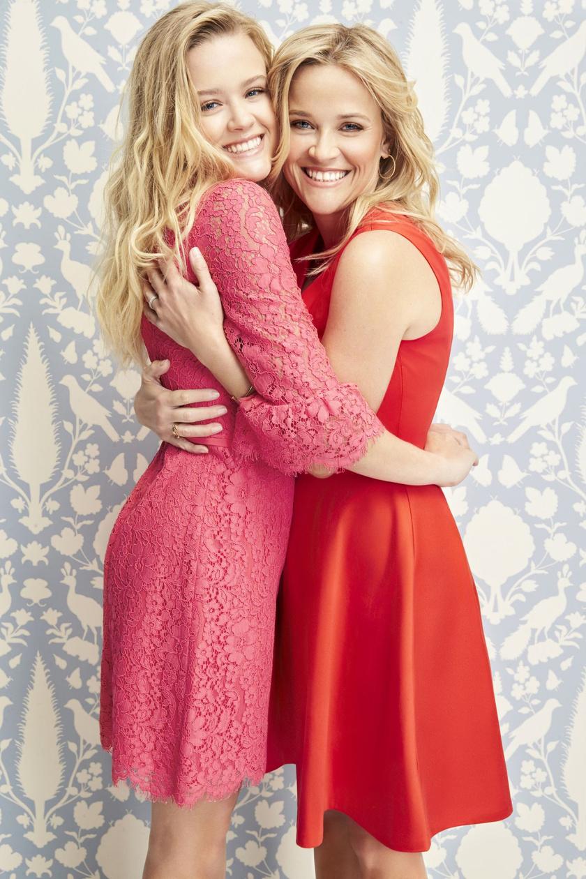 Reese Witherspoon legidősebb lánya, Ava Phillippe édesanyja genetikáját örökölte. Kiköpött hasonmása, nemcsak a hajuk és szemük színe, de még a mosolyuk is egyforma.