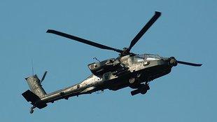 Szeptember 20-án három AH-64 Apache harci helikopter érkezett Ferihegyre
