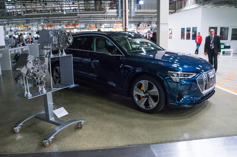 Bizony, az alig néhány napja bemutatott Audi e-tron villanymotorjait is Győrben gyártják