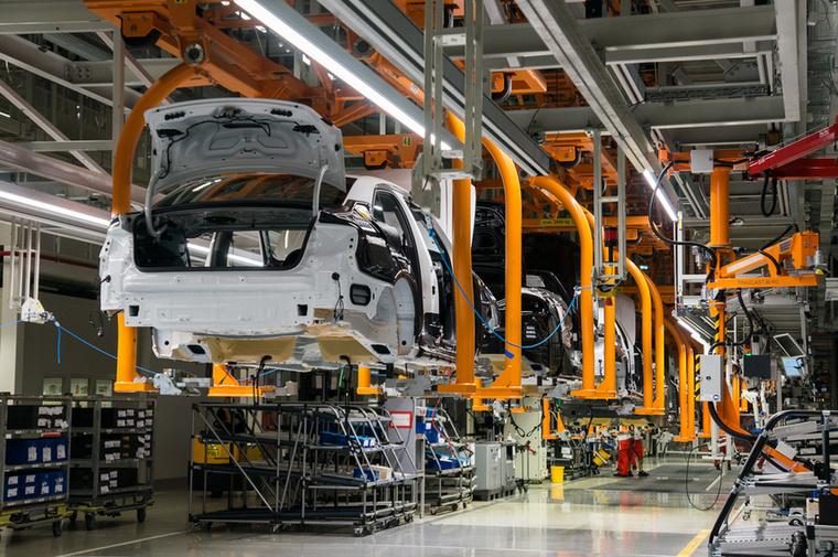 Összesen 90 hazai beszállítóval dolgozik együtt a cég, akik közül a jelentős többség a gyár közelébe települt