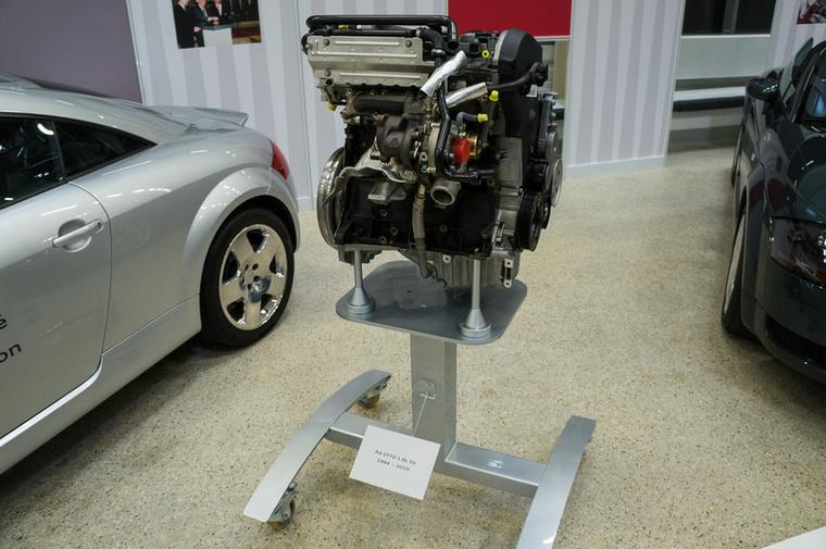 1994-ben kezdődött el a termelés, az 1,8-as sornégyes, hengerenként ötszelepes motorral