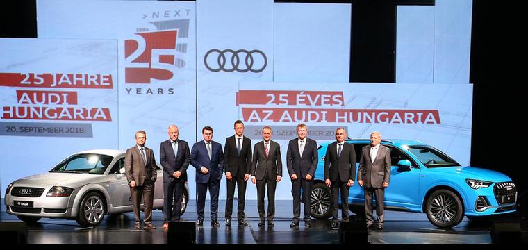 Ritkán látogatnak Magyarországra a Volkswagen csoport ilyen magas beosztású emberei, még maga Herbert Diess is ellátogatott az ünnepségre