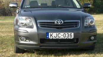 Lakókocsizáshoz benzines kombit vagy terepjárót?