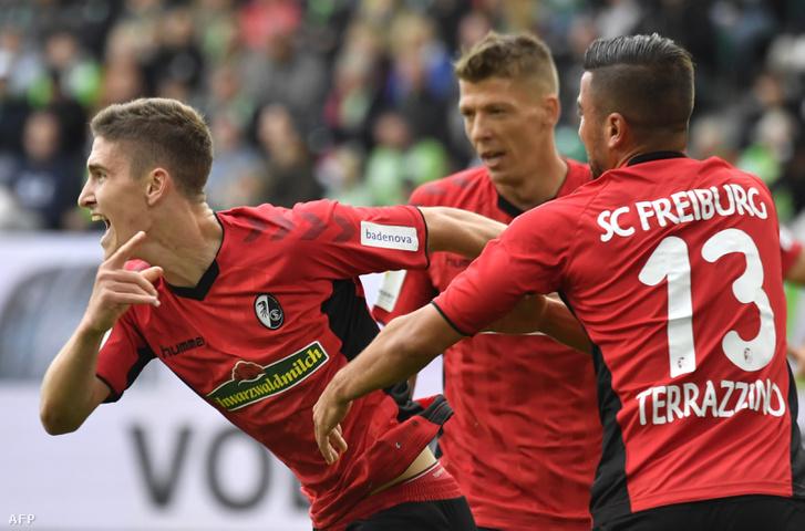 Sallai Roland ünnepli gólját a VfL Wolfsburg és SC Freiburg közötti meccsen 2018. szeptember 22-én