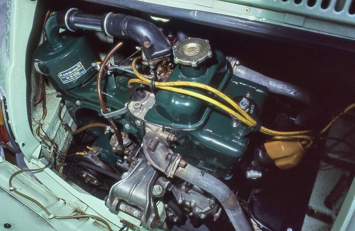 Nagyon szépen lefényezték a motor burkolatait. Sajnos mechanikailag azért voltak vele bajok