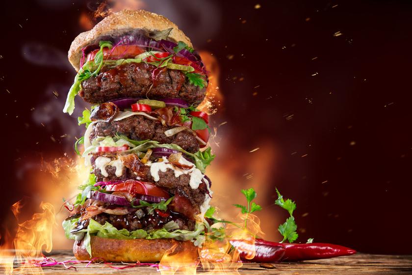 A világ legnagyobb hamburgere: 9600 kalória, és csak ketten tudták eddig megenni
