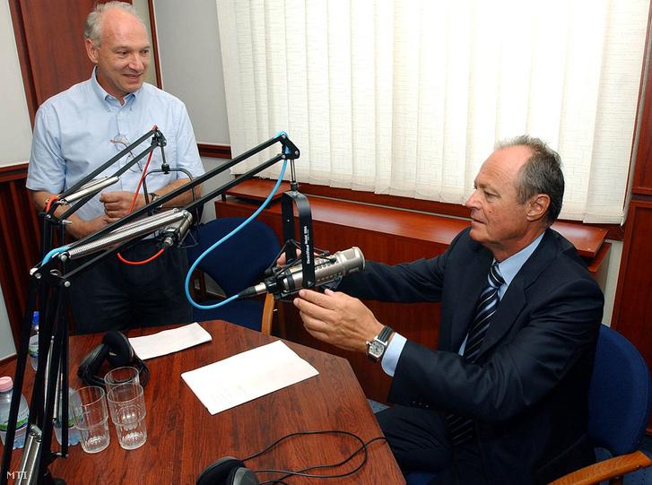 Budapest 2003. augusztus 18.: Medgyessy Péter miniszterelnök a Klubrádióban, ahol interjút adott Bolgár Györgynek.