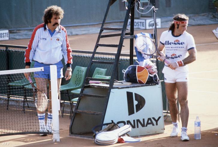 Guillermo Vilas argentin teniszező (jobbra) és edzője, Ion Țiriac az 1982-es Roland Garroson