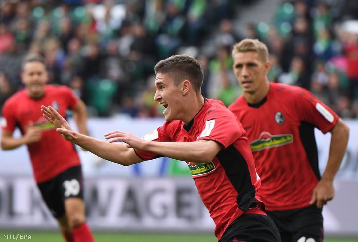 Sallai Roland a Freiburg játékosa miután gólt szerzett a VfL Wolfsburg ellen a német elsõ osztályú labdarúgó-bajnokság 2018. szeptember 22-i mérkõzésén Wolfsburgban.