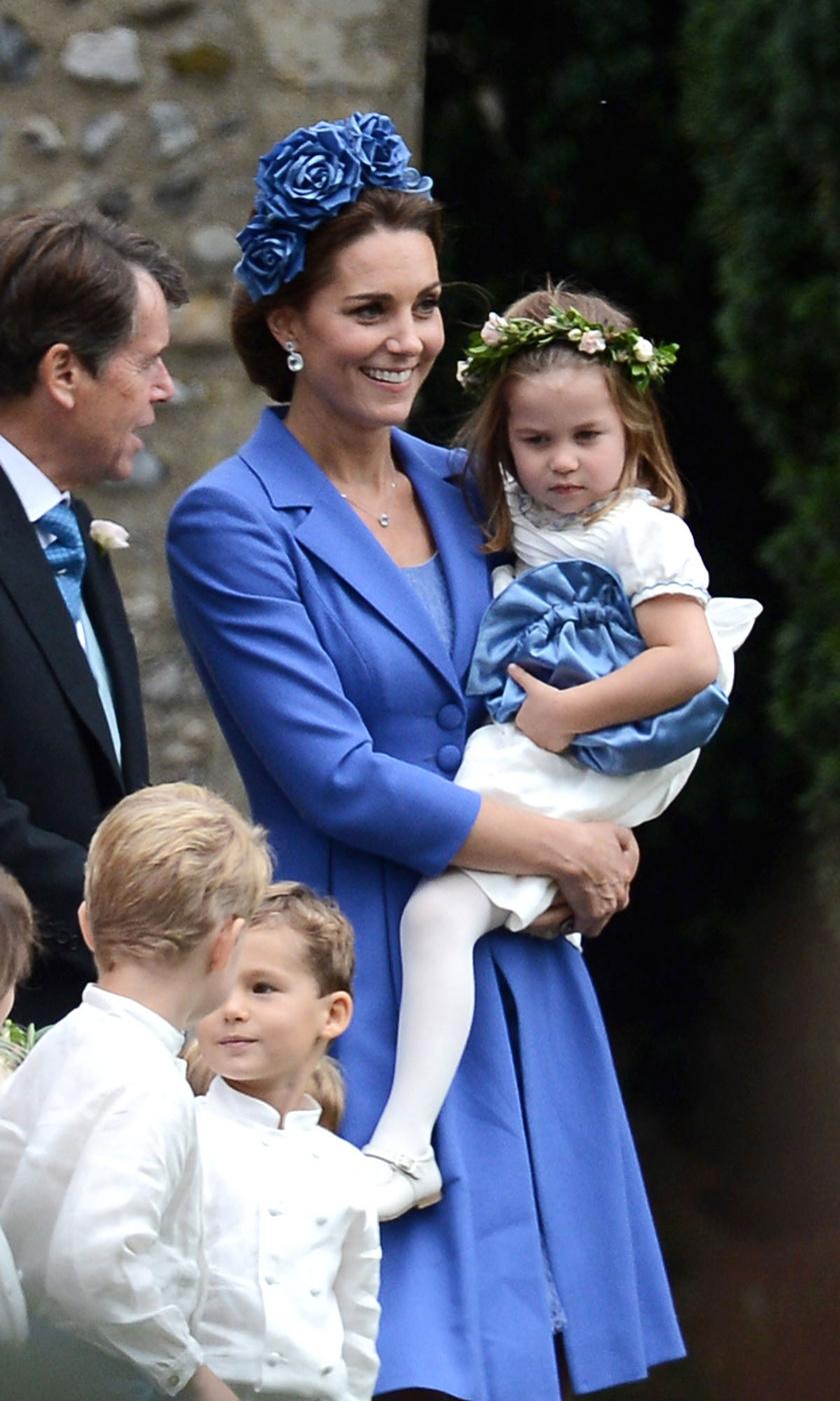 Katalin igazán kitett magáért: fantasztikusan nézett ki ebben a kék szettben.