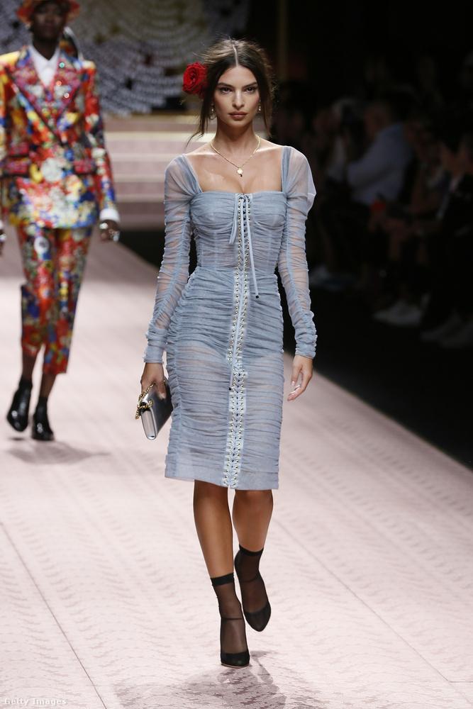 A Versace után átjött például Emily Ratajkowski is.