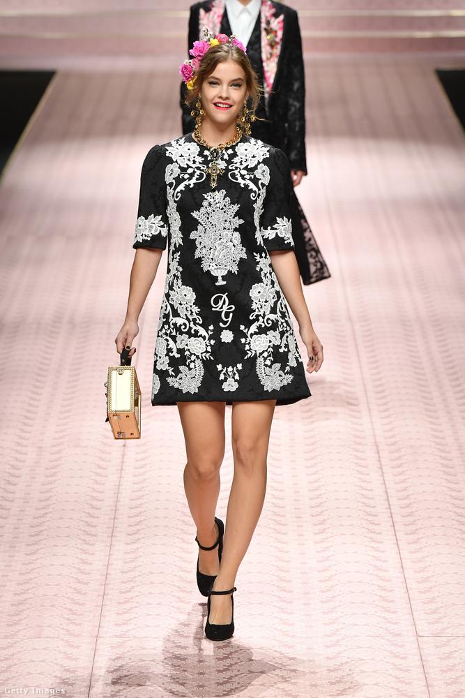 Őszintén szólva valószínűleg nem okoz majd forradalmat a divatban ez a ruha, ezeket a szimmetrikus mintákat már vagy egy évtizede látjuk ruhákon folyton felbukkanni, és a virágokat se most először alkalmazza ilyen szembeötlően a Dolce & Gabbana
