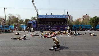 Irán pusztító bosszúval fenyegeti Amerikát és Izraelt