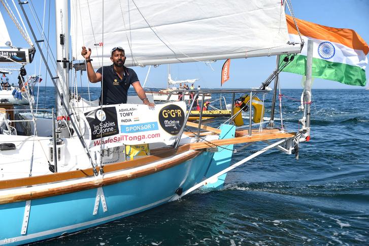 Abhilash Tomy a Golden Globa Race július 1-jei rajtjánál a franciaországi Les Sables D'Olonne kikötőjében