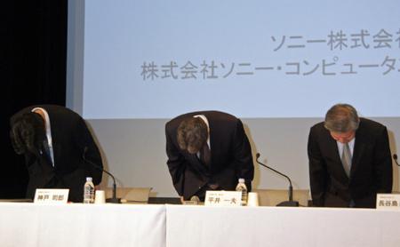 Ojigi a sajtótájékoztatón: a Sony vezetői hét másodperces néma meghajlással fejezik ki szégyenüket