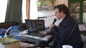 Egyedülálló rádióállomás a devecseri plébánián