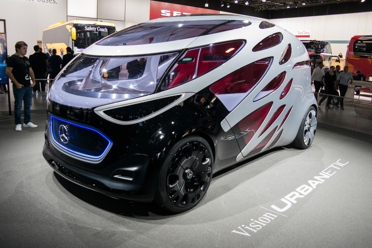 Az Urbanetic koncepció a jövő furgonját mutatja meg. Az alap egy elektromos, önvezető alváz, amelyen cserélhető a műanyag felépítmény, attól függően, hogy áru vagy utasok szállítására akarják használni