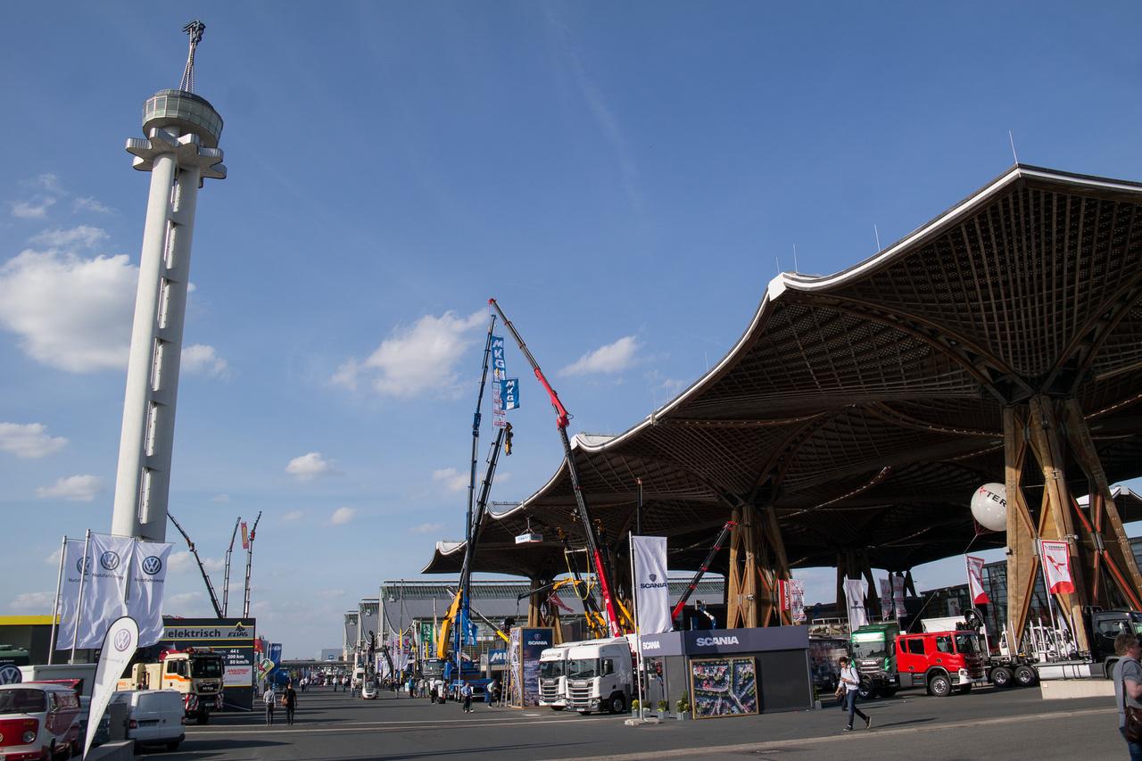 Minden magára adó német vásári területen KELL lennie egy magas toronynak. Hannoverben is van
