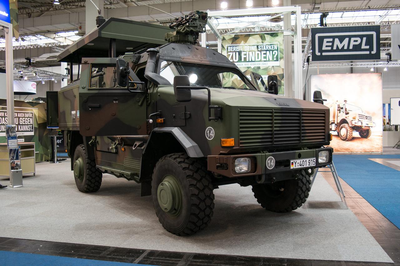 Eddig bármilyen német kiállításon jártam, a frankfurti szalontól az esseni Techno Classicáig, a német hadsereg mindenhol toborzott. Itt is. A jármű egy Dingo 2 GSI