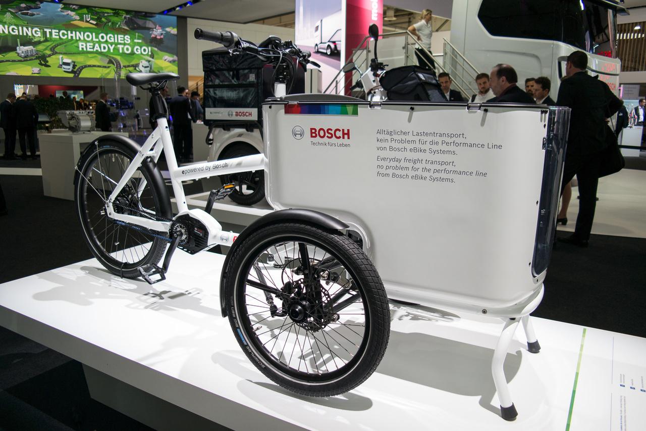 A Bosch sem akar kimaradni a villanybizniszből beszállítóként. Mivel Magyarországon van villanybringa-részlegük, tartok tőle, hogy ennek a triciklinek is van köze hozzánk