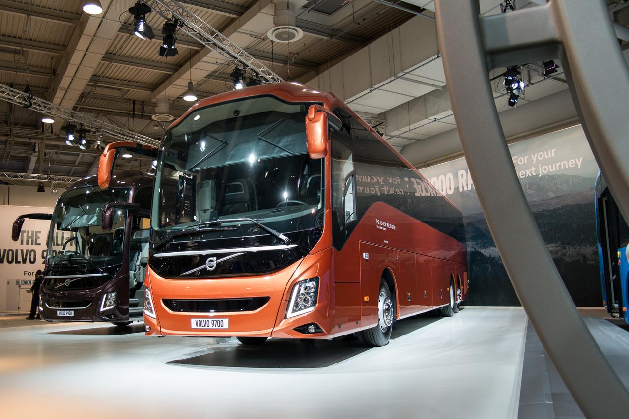 A Volvo a 9700-as és a 9900-as csúcsbuszait is elhozta. Buszon még bőrrel varrt műszerfalat nem láttam, ezekben ilyen is volt