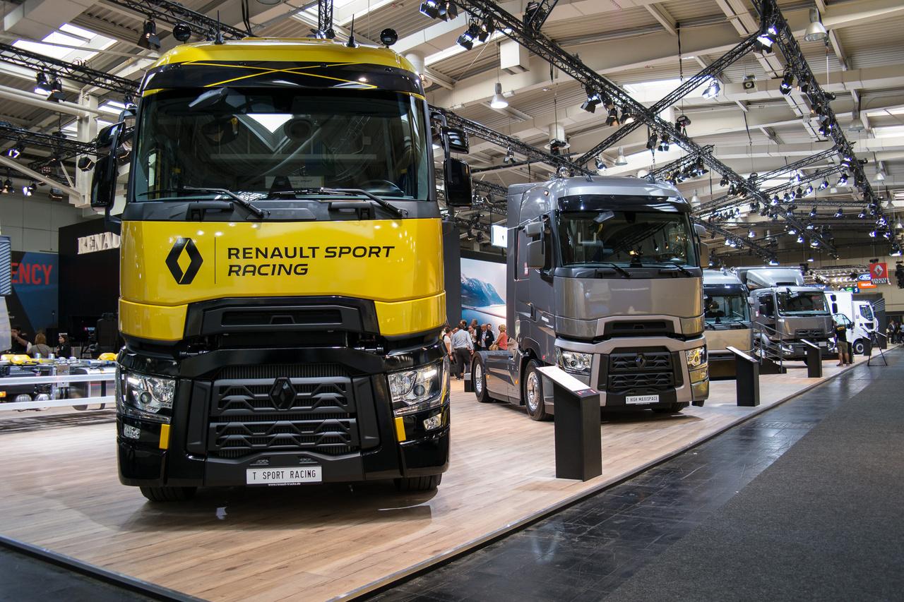 A Renault Trucks a Volvo Trucks része. A kamionokból is szokás limitált szériákat kiadni, akárcsak egy Suzuki Swiftből, ez a Renault Sport kiadása a T sorozatnak, 520 lóerős motorral, sárga fényezéssel és keréktárcsákkal, Recaro fekete bőr ülésekkel
