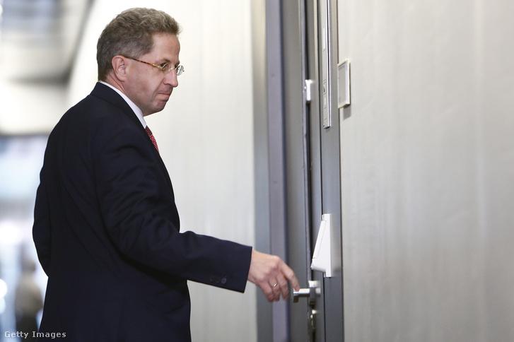 Hans-Georg Maaßen érkezik egy a chemnitzi eseményekkel kapcsolatos meghallgatásra a Bundestagba 2018 szeptember 12-én.