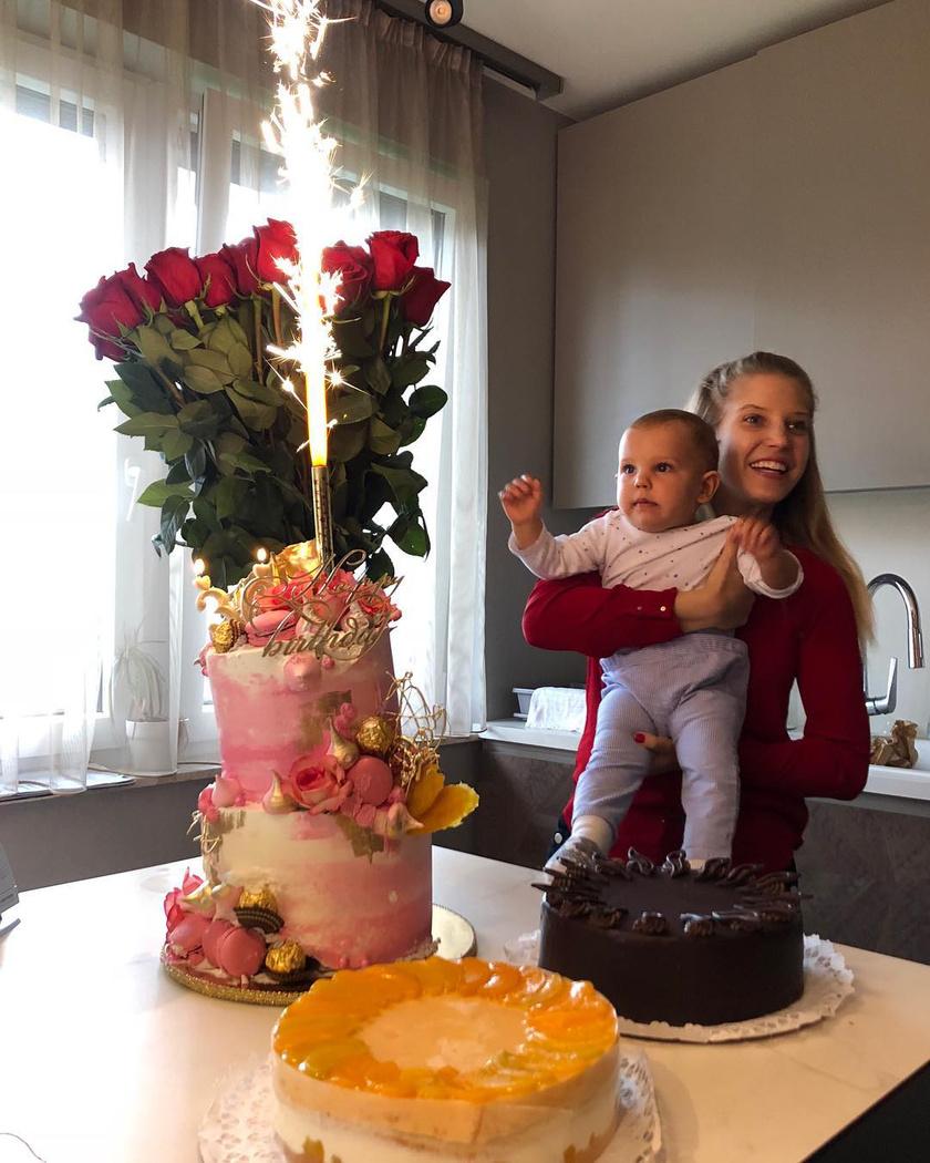 Szabó Zsófi szeptember 22-én ünnepelte harmincadik születésnapját - úgy tűnik, Mendelnek is tetszettek a torták.