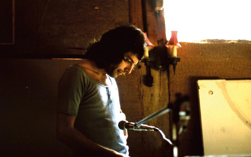 Egy fotó a backstage-ből: Freddy mindig lázasan dolgozott a legújabb számokon.