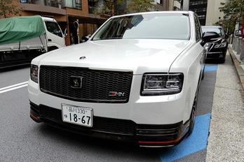 Kitalálják, ki jár a világ legsportosabb luxuslimójával?