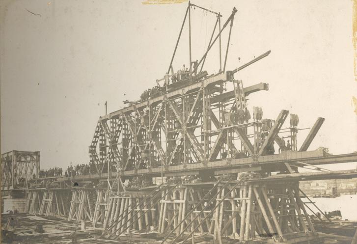Az első világháborúban megsemmisült Száva-híd ideiglenes helyreállítása a Kohn Antal-féle ideiglenes szerkezettel. A K híd egyik előképe az úgynevezett Kohn-híd. A kézenfekvő magyarázat ellenére a K híd nem Kohnról, hanem szerkezeteinek alakjáról kapta a nevét. Leltári szám: MMKM TFGY 2018.89.1.11