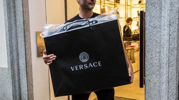 605 milliárd forintért kelt el a Versace