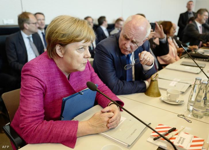 Angela Merkel és Volker Kauder
