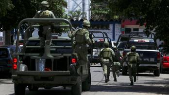 Az egész acapulcói rendőrséget le kellett fegyverezni