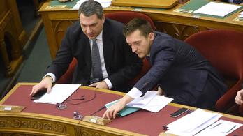 Lázár János a biztos,Orbán stábja segíti