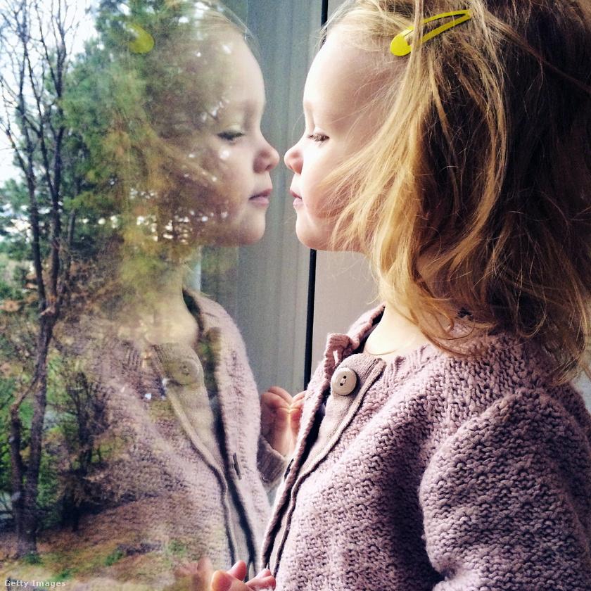 ablak-kislany