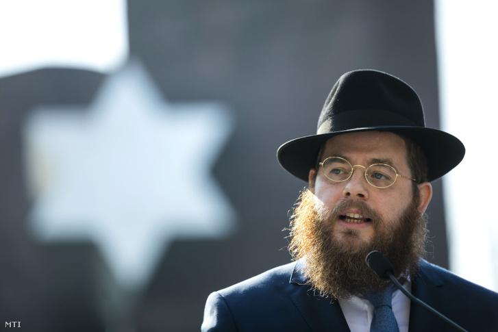 Köves Slomó az Egységes Magyarországi Izraelita Hitközség (EMIH) vezető rabbija a Sorsok Házáról tartott sajtótájékoztatón 2018. szeptember 7-én