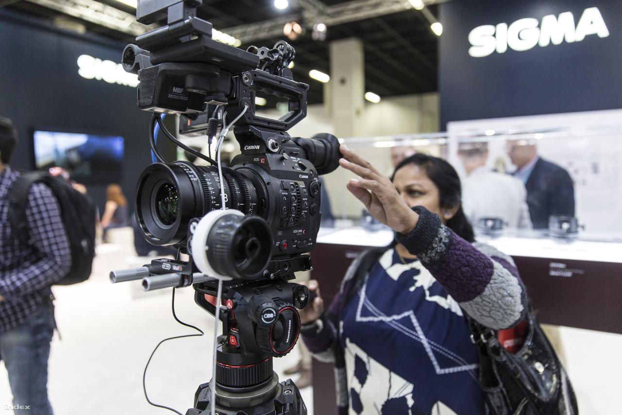 Sigma professzionális mozifilmes lencséket is hozott a kölni kiállításra.
