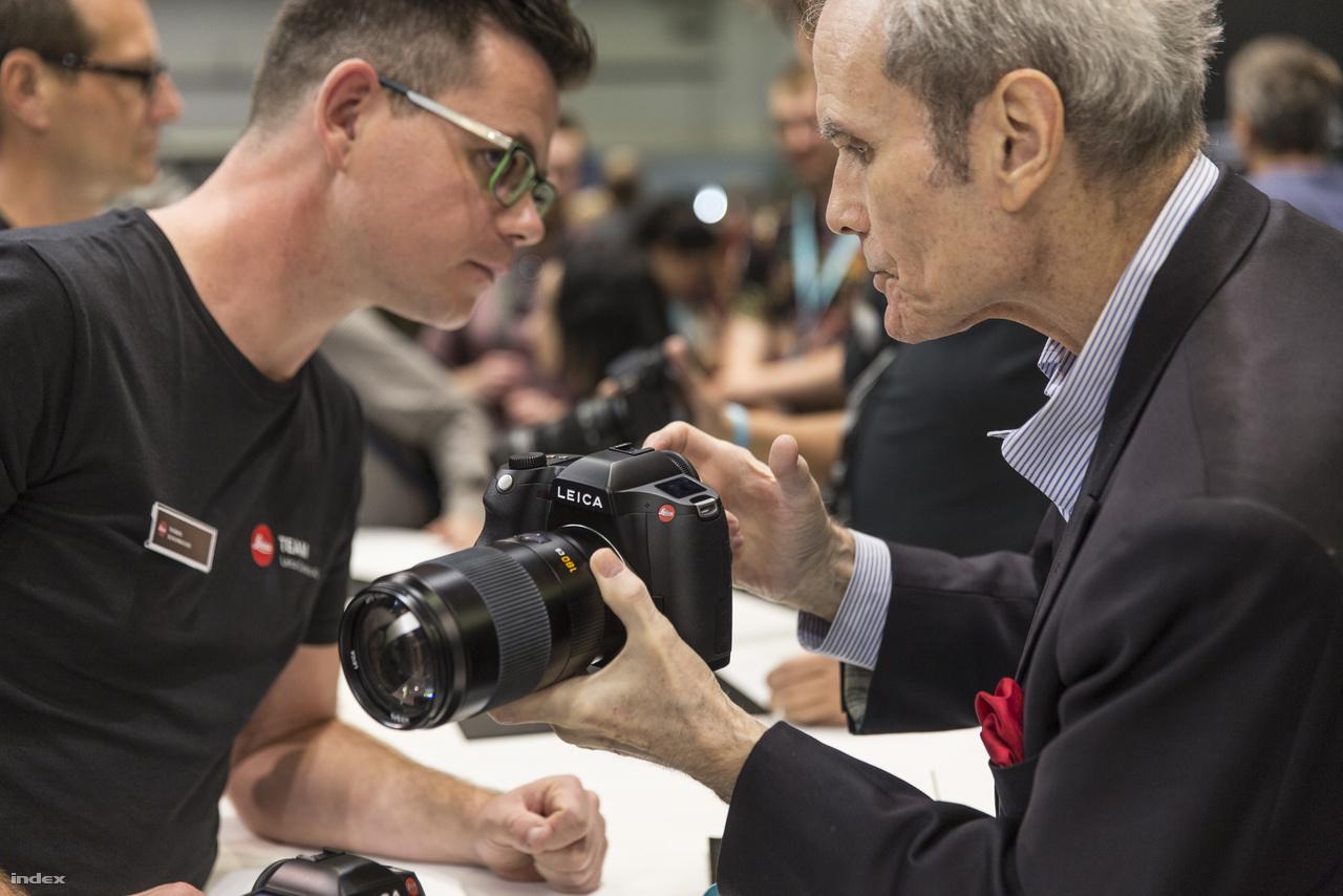 A Leica új, 64 megapixeles középformátumú digitális fényképezőgépet jelentett be a Photokinán.