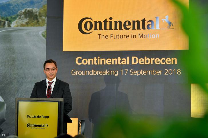 Papp László polgármester beszédet mond a Continental hetedik magyarországi gyáregységének alapkőletételi ünnepségén Debrecenben a repülőtér melletti déli ipari övezetben 2018. szeptember 17-én.