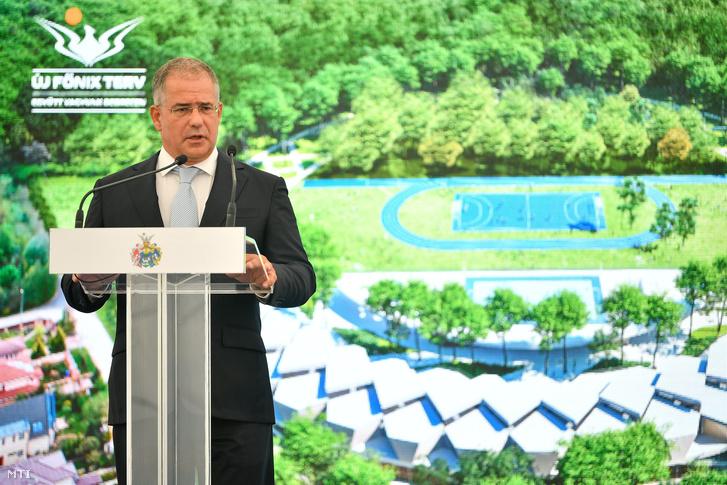 Kósa Lajos a térség fideszes országgyűlési képviselője beszédet mond a Debreceni Nemzetközi Iskola ünnepélyes alapkőletételén Debrecen-Pallagon 2018. augusztus 31-én.