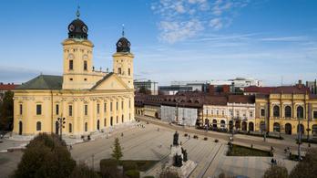 A fejlődést ma Debrecenben írják