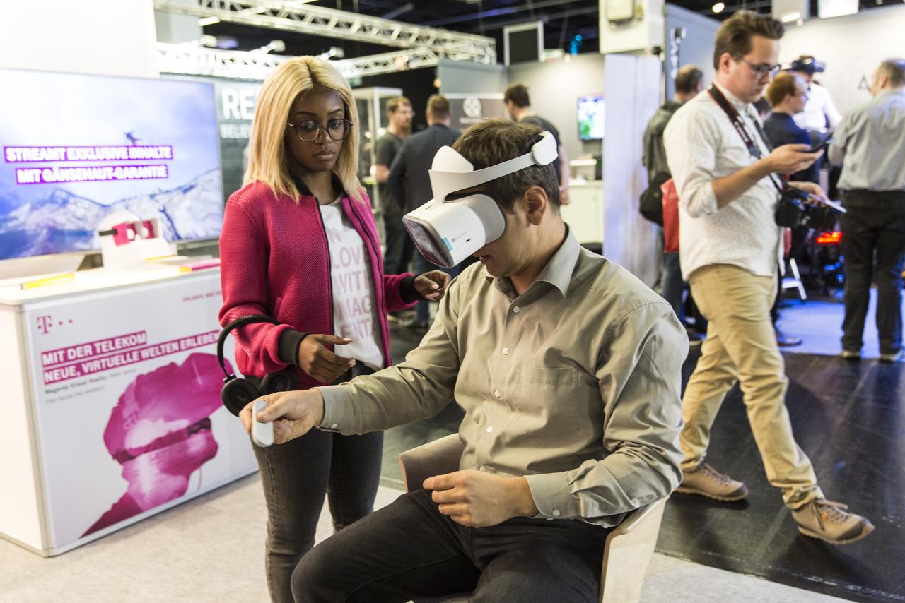 Hogy lehet-e majd a közeljövőben VR-alkalmazásban befizetni a Telekom-számláinkat? Házi futurulógusunk szerint: ¯\_(ツ)_/¯