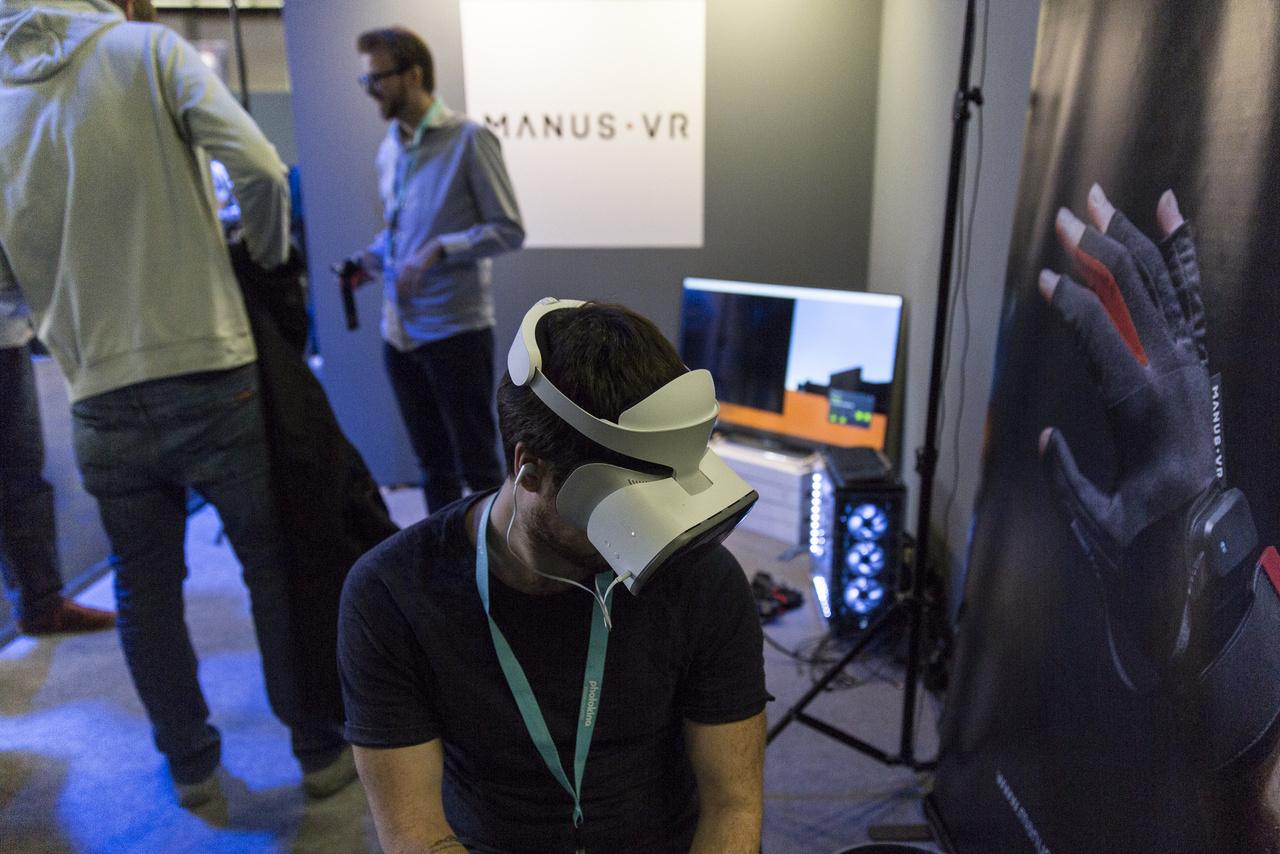 A Facebookról menekülő, VR-ban elmerülő ember magányossága az elkövetkező évtizedek pszichológiai problémaköre lesz. (Házi futurológusunk jóslatát olvasták.)