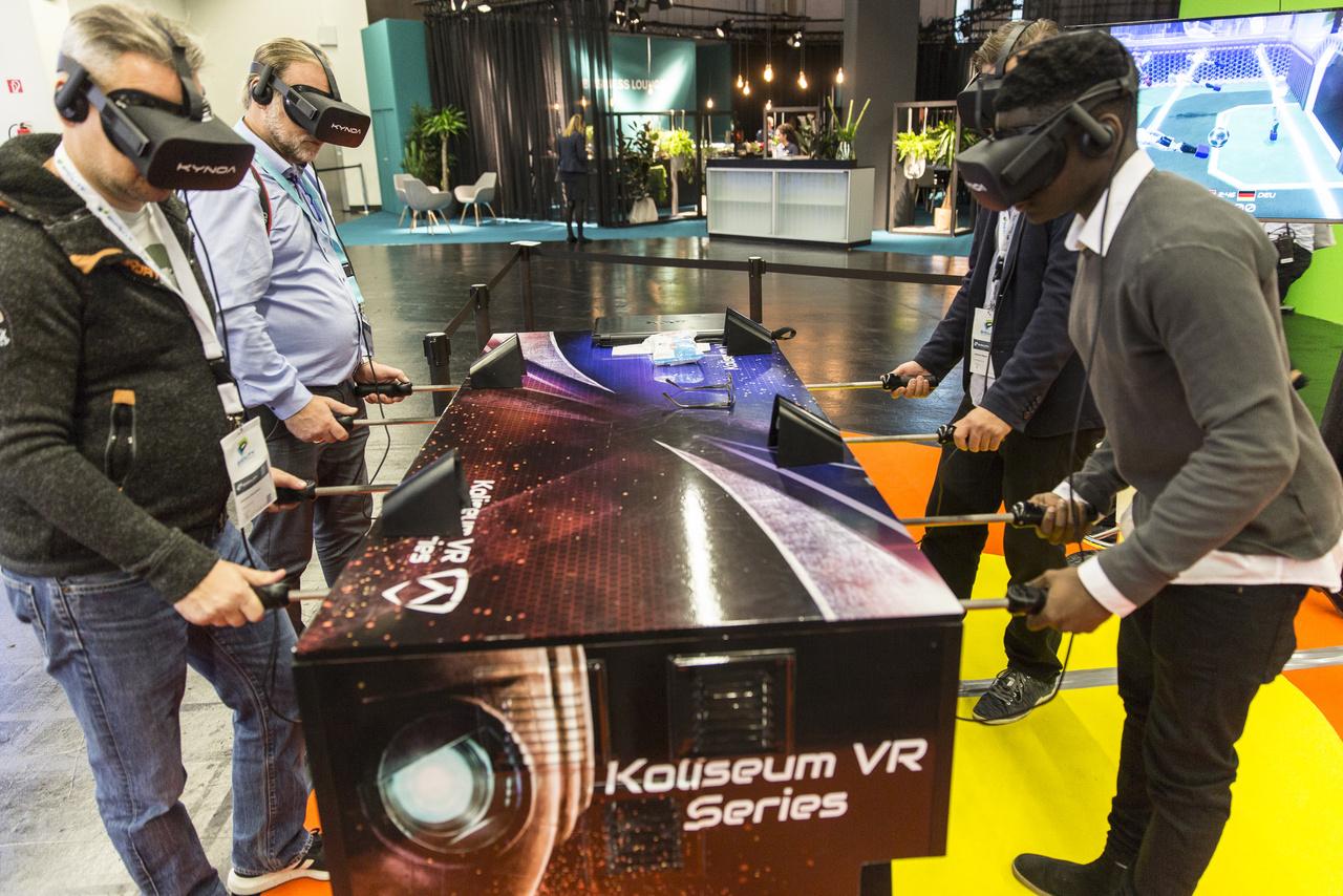 Ízlelgessék a kocsmasportok szerelmesei: VR-csocsó.