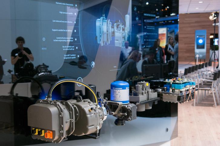 Az elektromos járművekhez is fejlesztenek, csendes kompresszort és hasonlókat