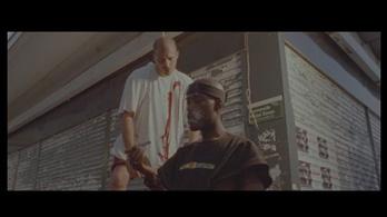A fehérek felakasztásáról rappel egy francia előadó